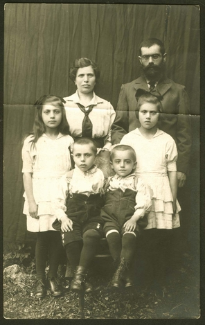Leib Gorfinkel, his wife Pesel, his daughters Lea and Riva, and his sons Yoshka and Avraham. All family members perished in 1942.